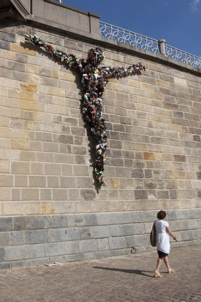 SHOECHRIST, installation at the embankment of the Vltava river, Prague, 2010
